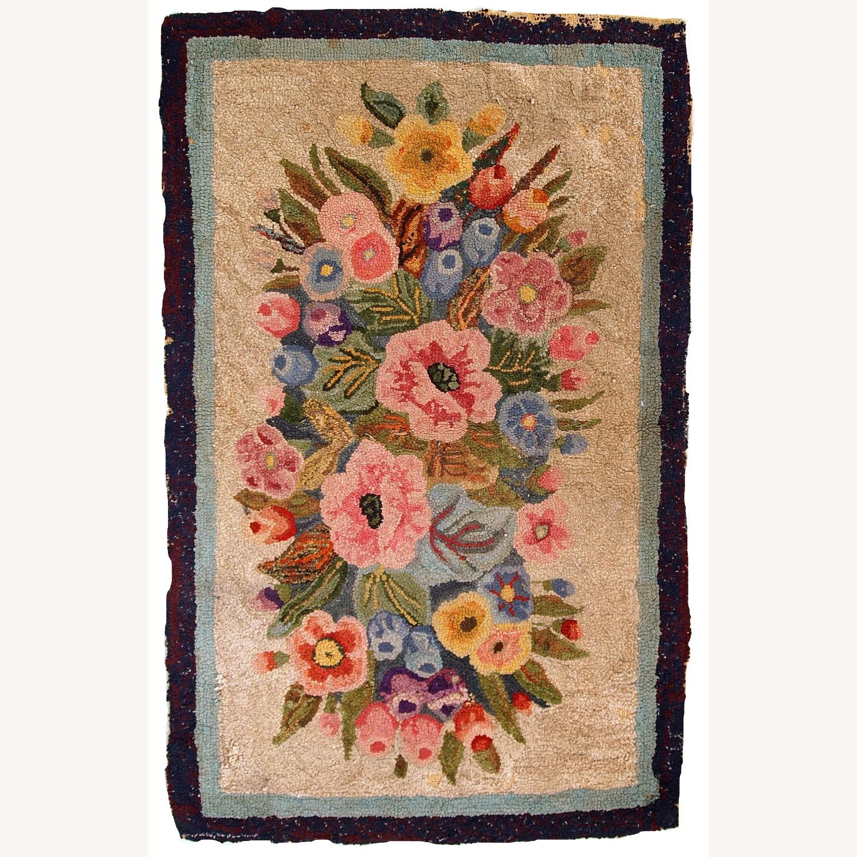 Handmade antique American hooked rug - image-9
