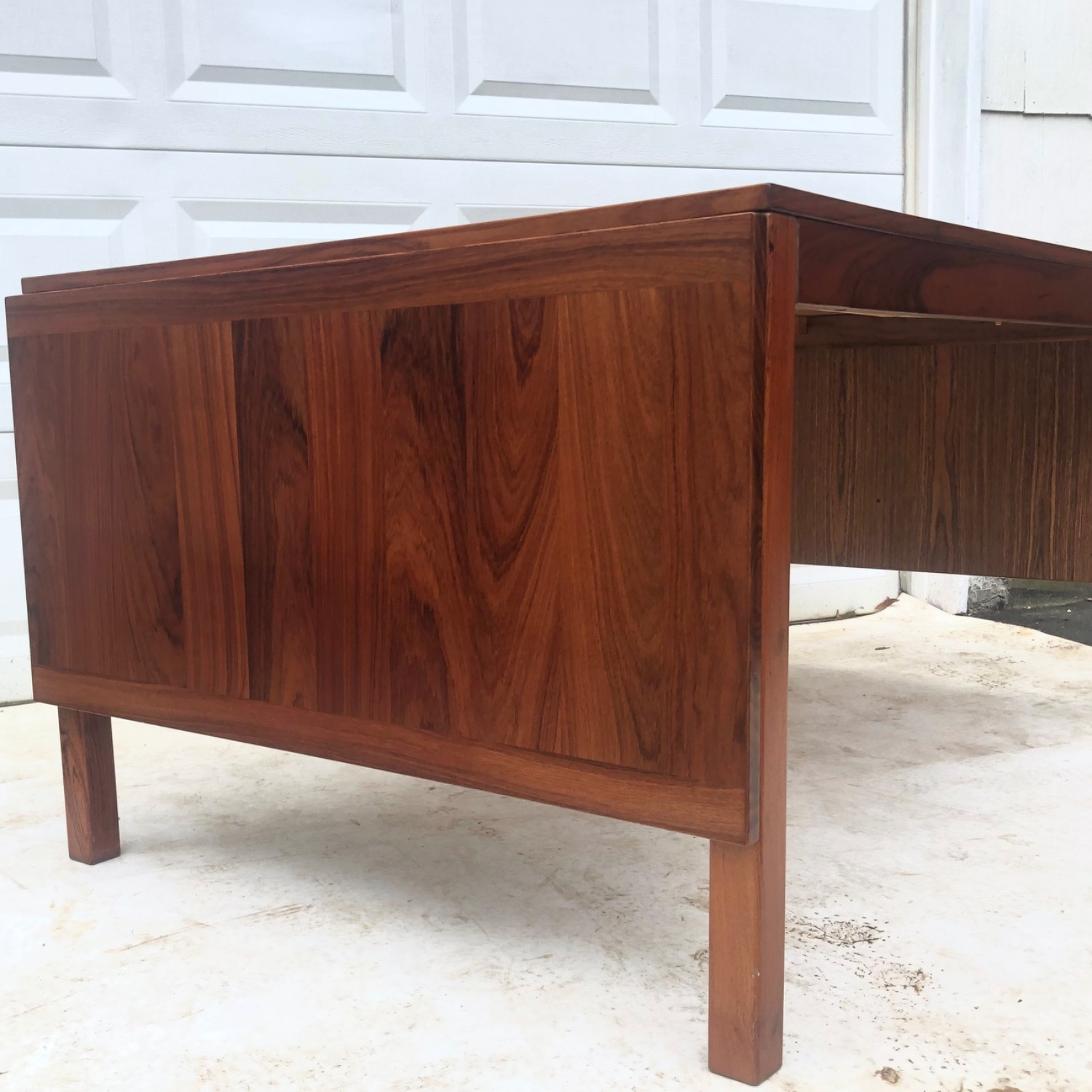 Mid-Century Rosewood Dining Table With Leaves - image-15