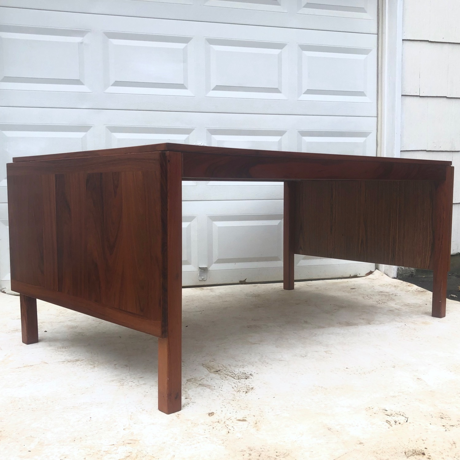 Mid-Century Rosewood Dining Table With Leaves - image-14