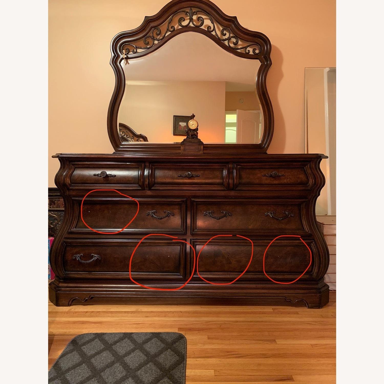 7 Drawer Dresser w/Mirror - image-4