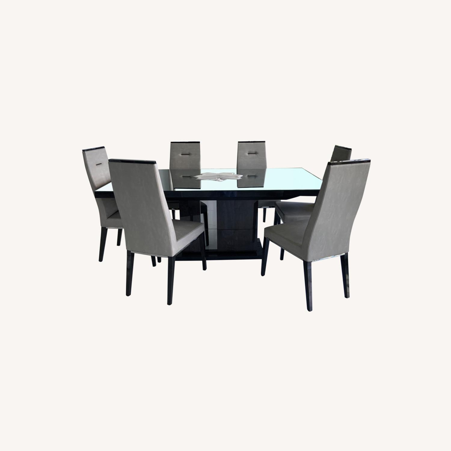 Dining Room Set - 6 leather chairs - image-0