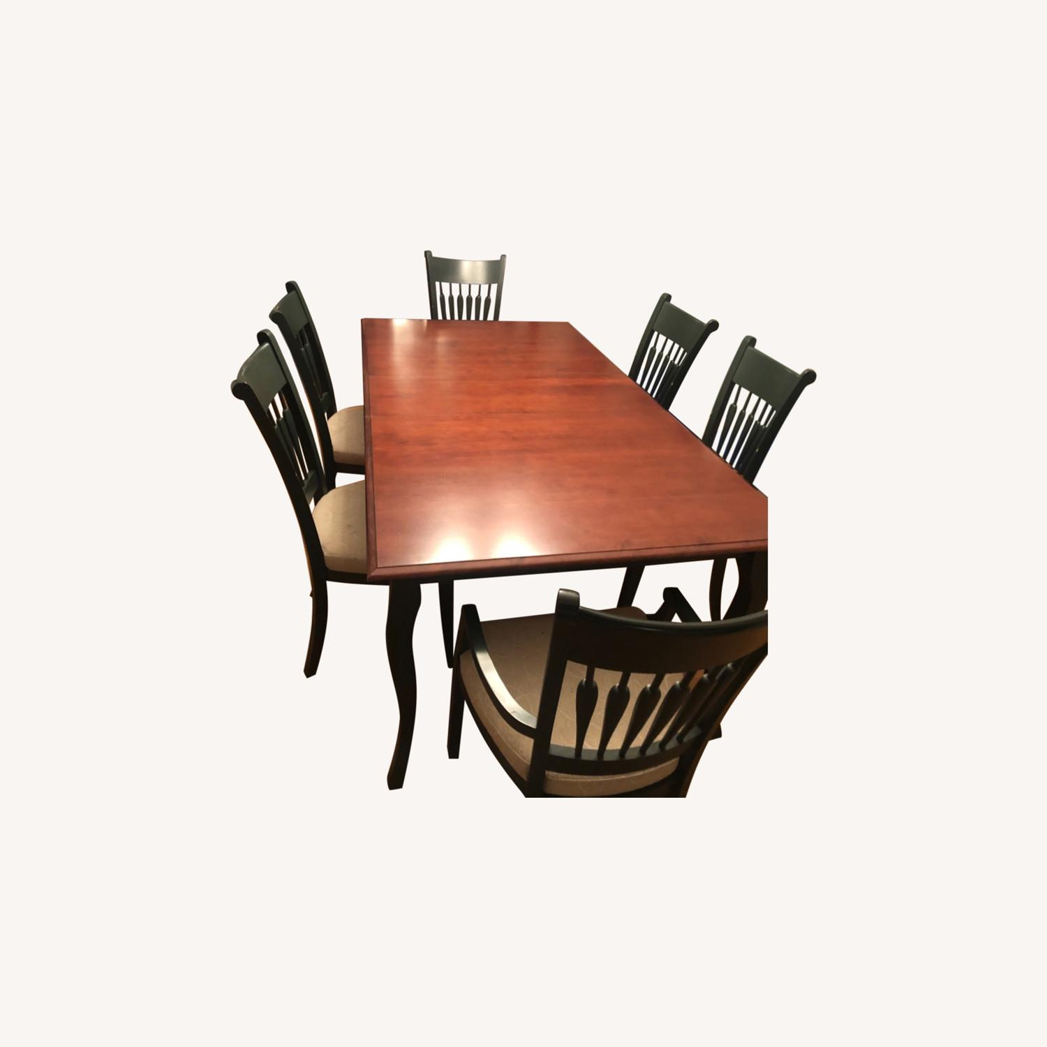 Traditional Dining Room Set - image-0