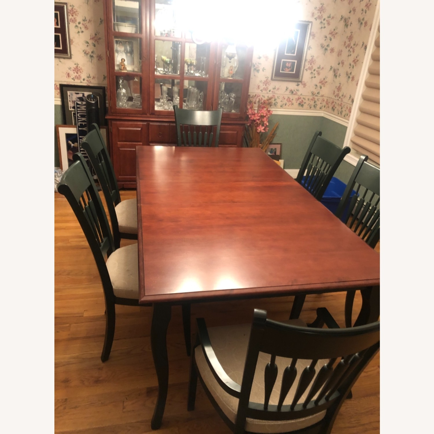 Traditional Dining Room Set - image-2