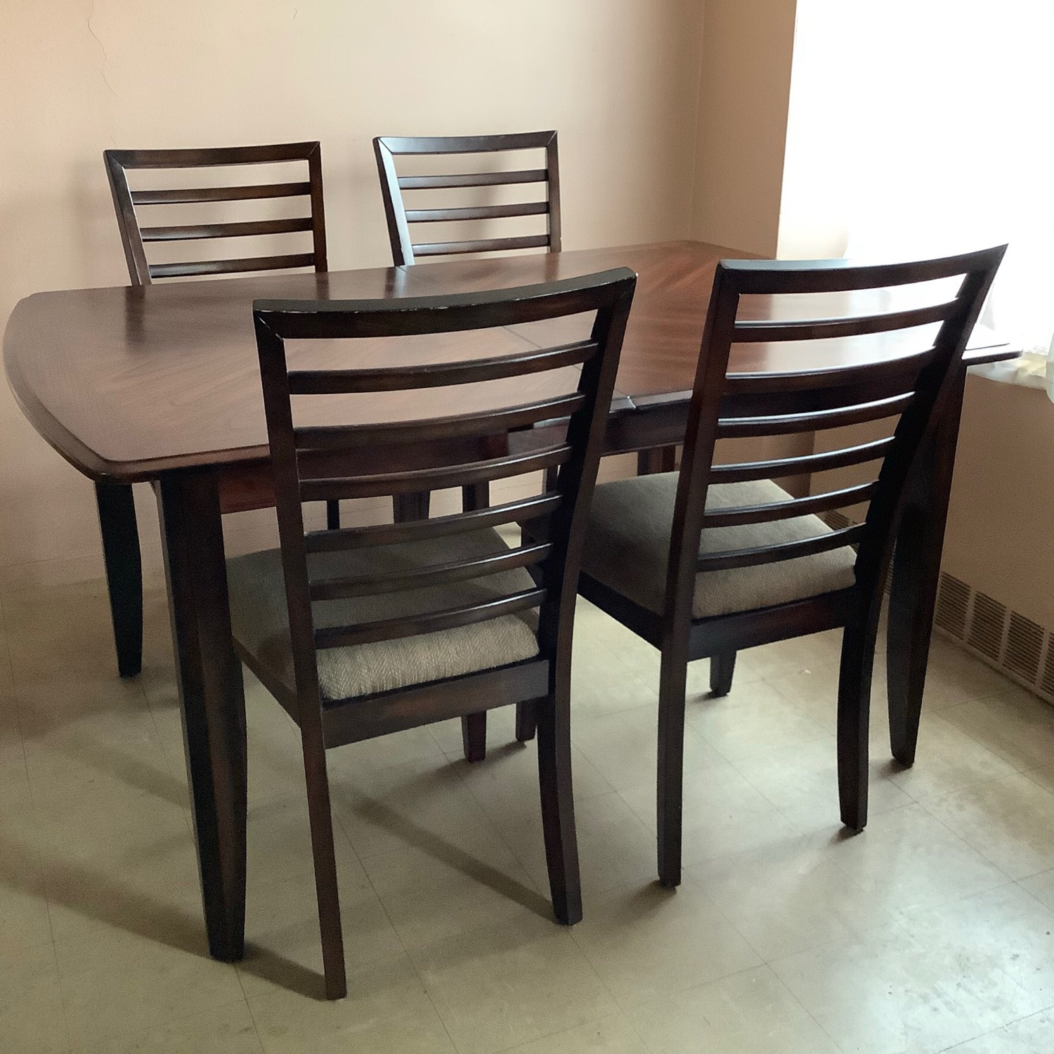 Raymour & Flanigan Butterfly Leaf Table with 4 chairs - image-1