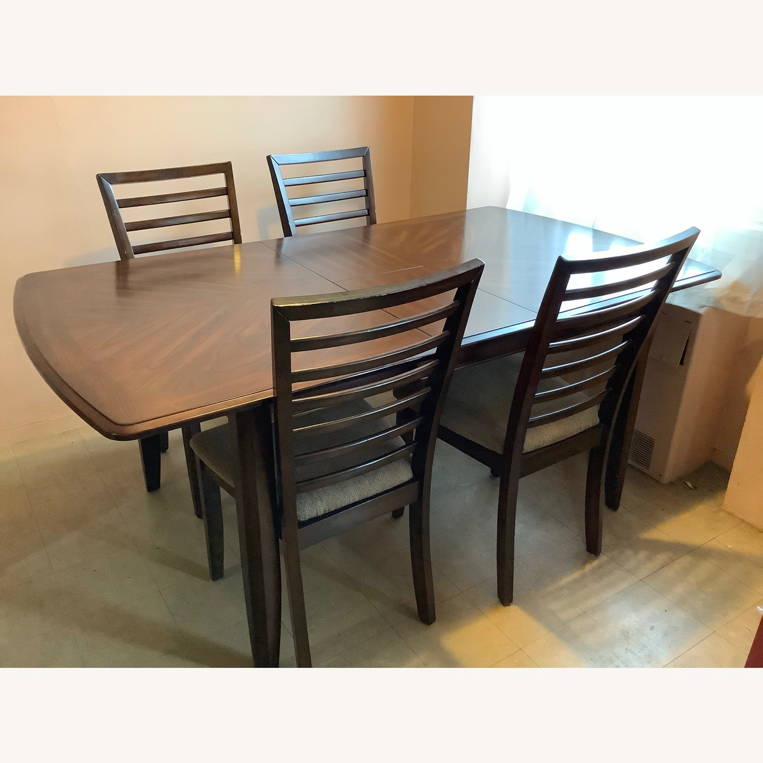 Raymour & Flanigan Butterfly Leaf Table with 4 chairs - image-9