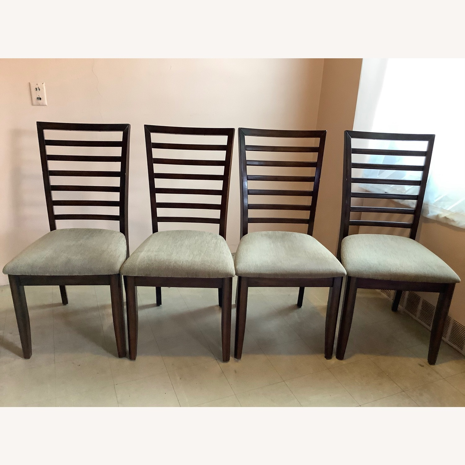 Raymour & Flanigan Butterfly Leaf Table with 4 chairs - image-4