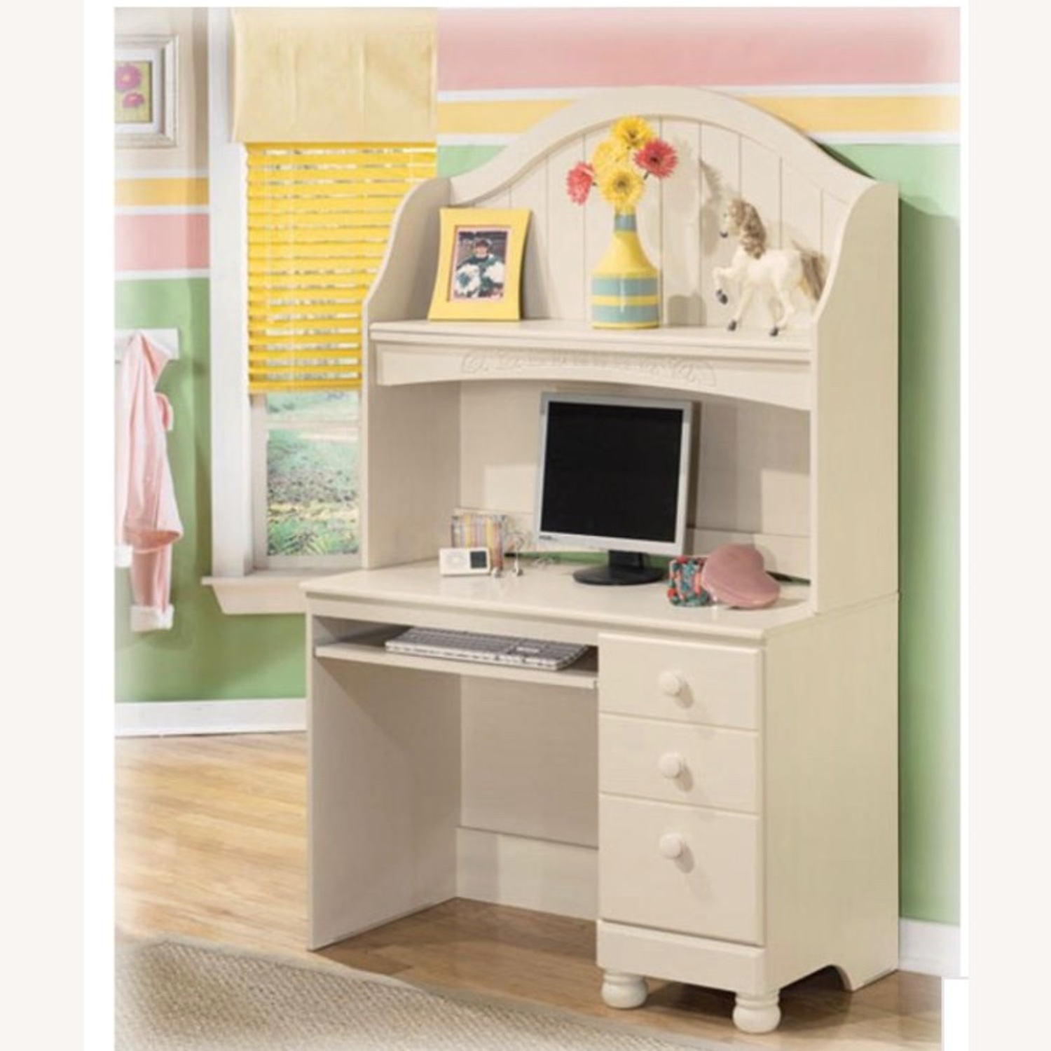 Ashley Furniture Cottage Retreat Bedroom Desk Hutch - image-6