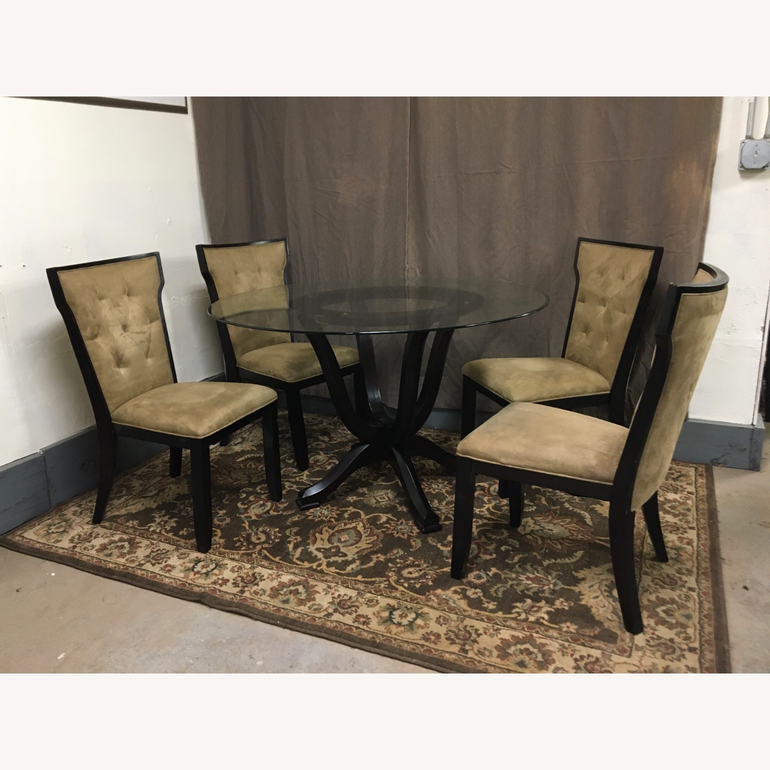 Raymour & Flanigan Glass Table & 4 Basset Padded Chairs - image-1