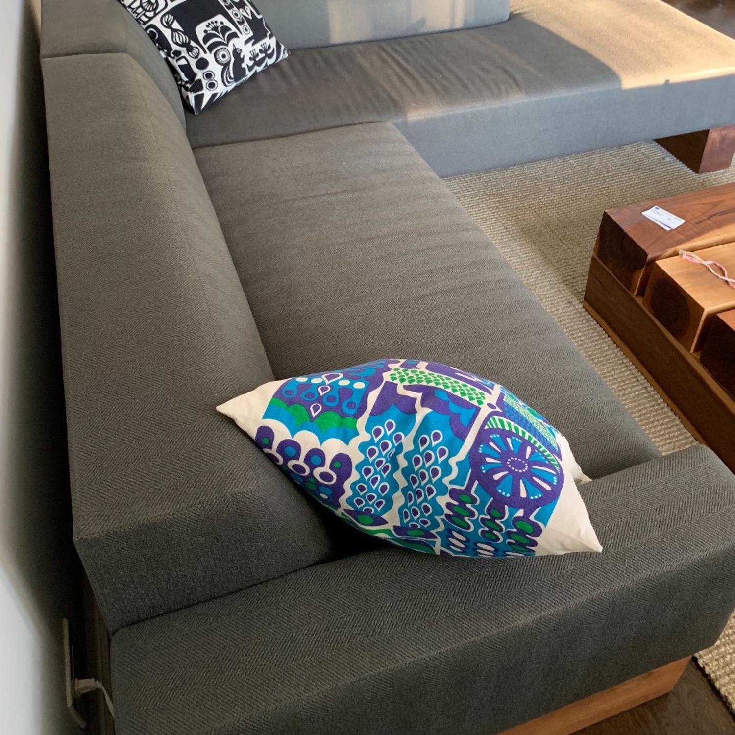 Shimna Beam Sectional Sofa - image-3