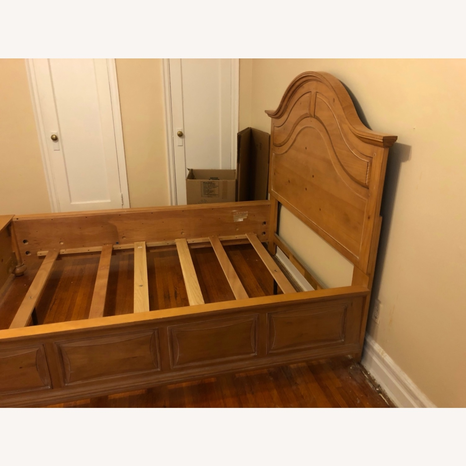 Broyhill Furniture Solid Wood Queen Size Bed - image-2