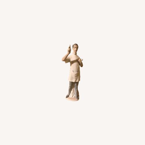 "Used Lladro ""Dentist"" Collectible Figurine #4762 for sale on AptDeco"