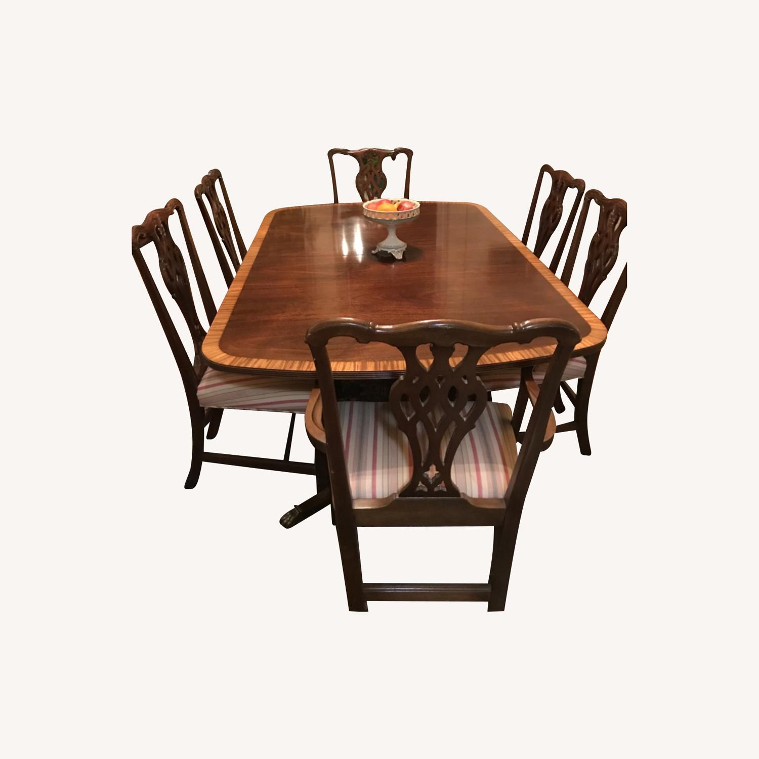 Mahogany Dining Set with 2 Leaves and 6 Chairs - image-0