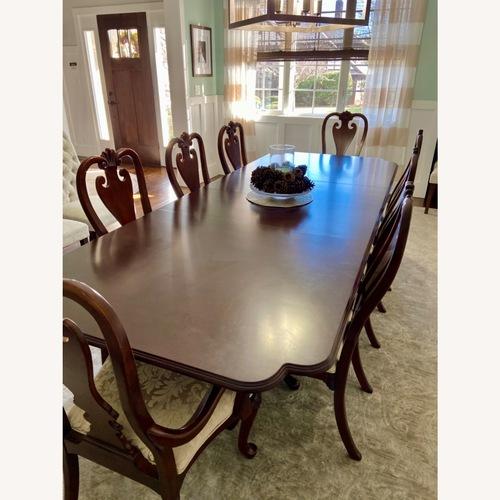 Used Kincaid dining set- 9 pieces for sale on AptDeco