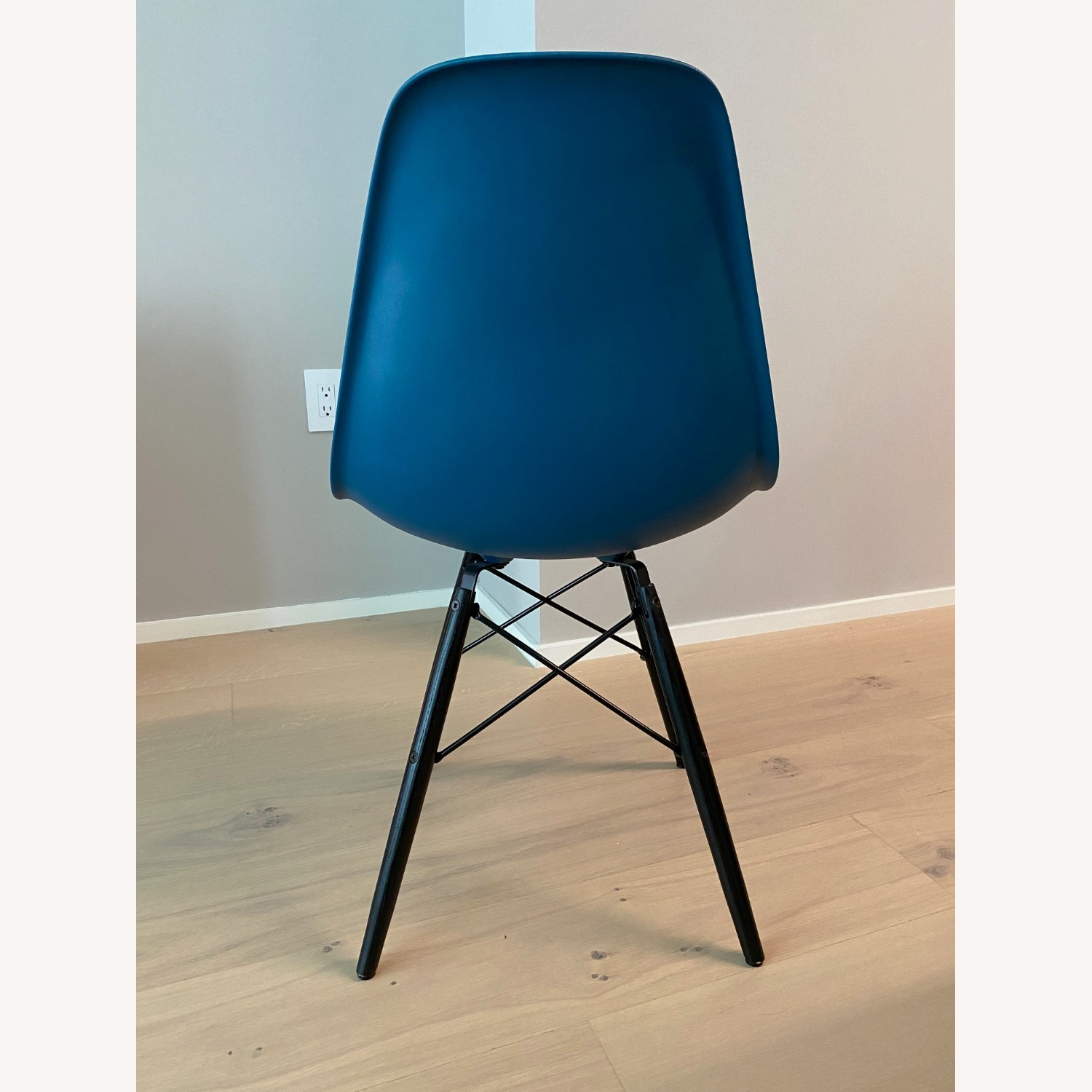 4 x Herman Miller Eames Molded Plastic Side Chair - image-2