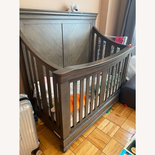 Used Bassett Baby Crib for sale on AptDeco