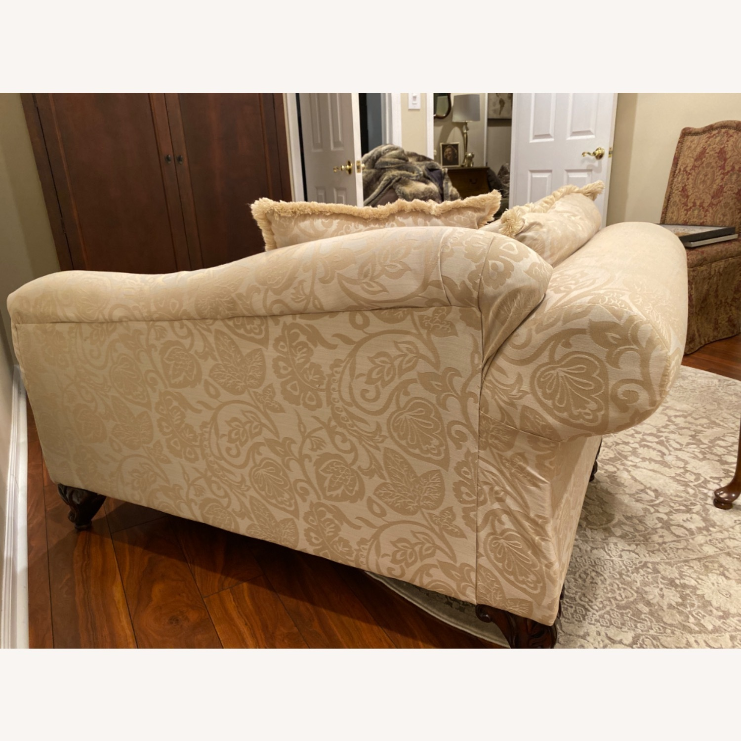 Broyhill Beige/Off White Chaise - image-4