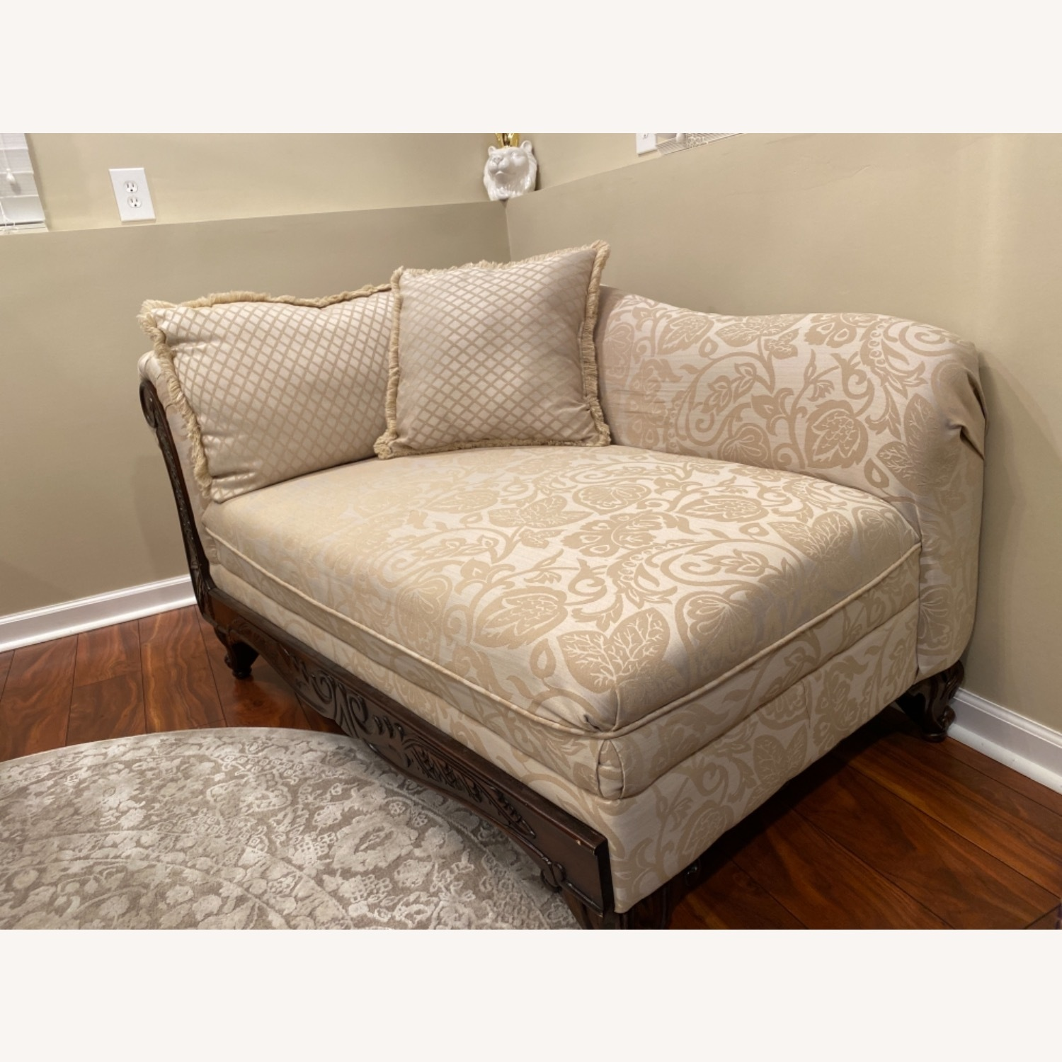 Broyhill Beige/Off White Chaise - image-2