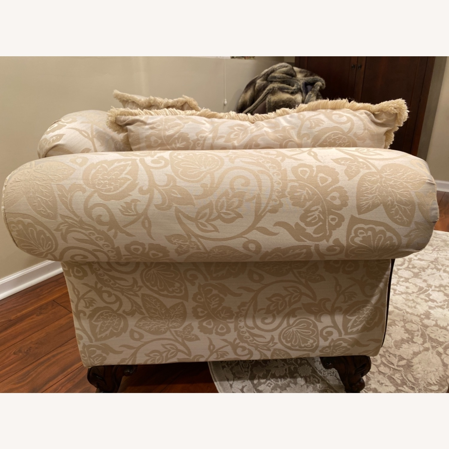 Broyhill Beige/Off White Chaise - image-3
