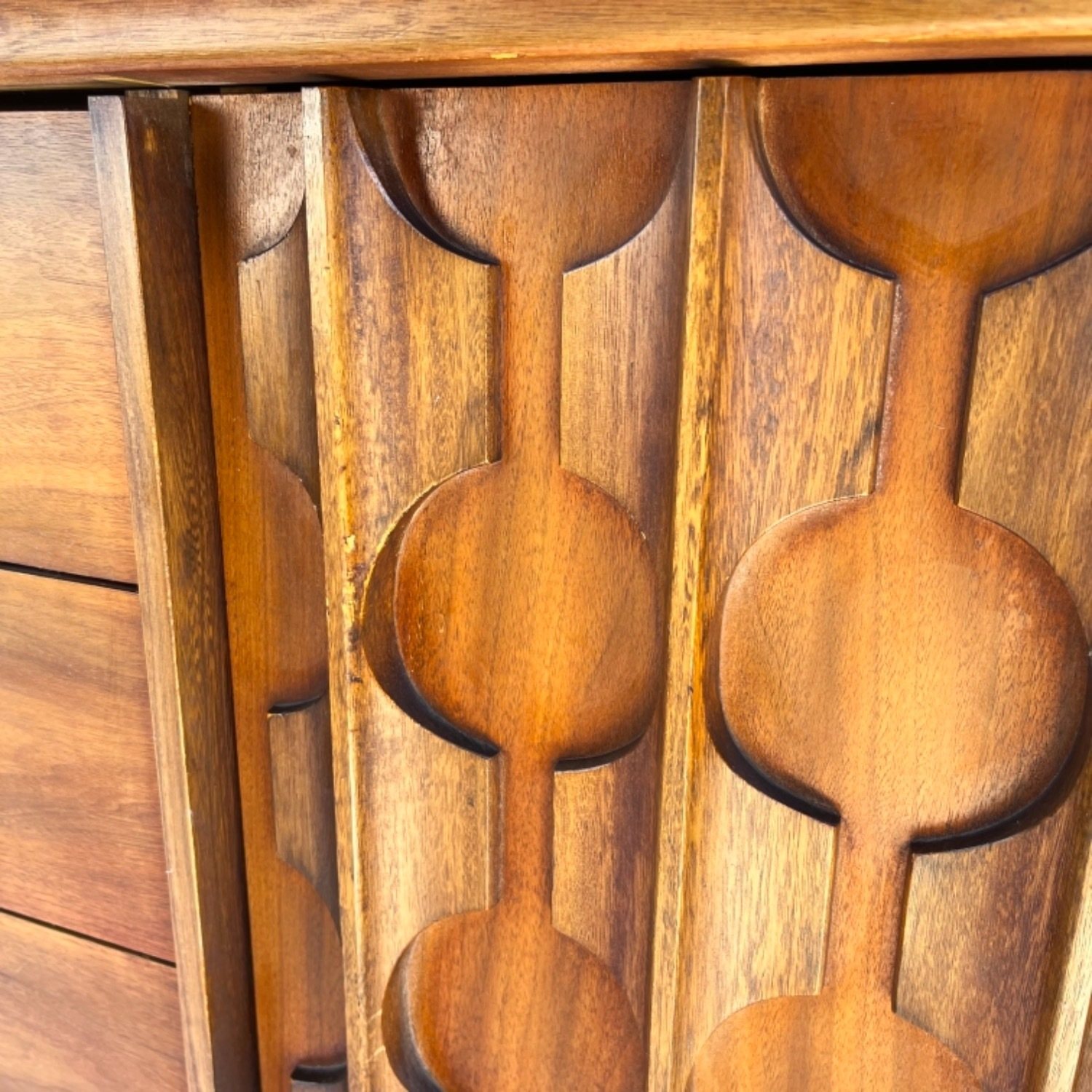 Mid-Century Modern Sideboard With Cabinet - image-9