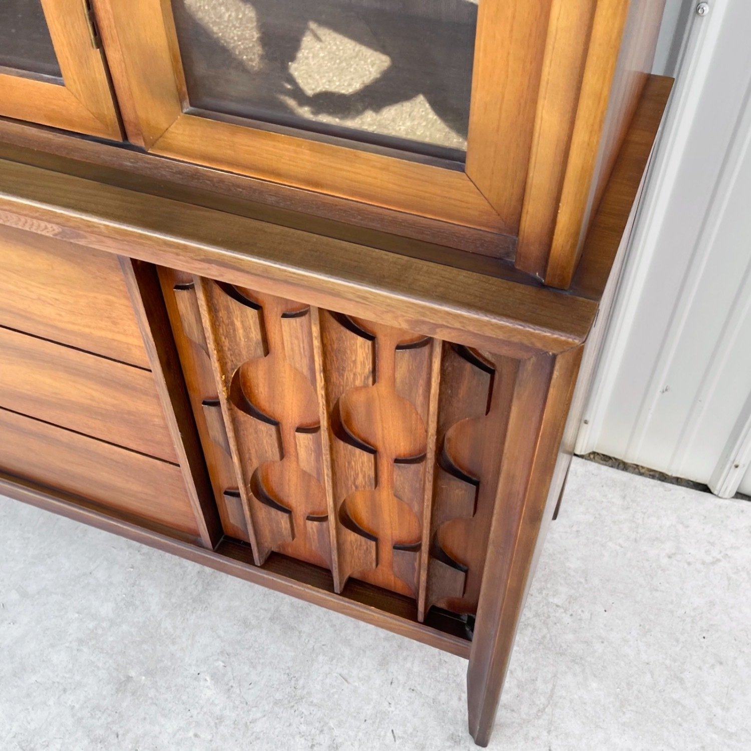 Mid-Century Modern Sideboard With Cabinet - image-15