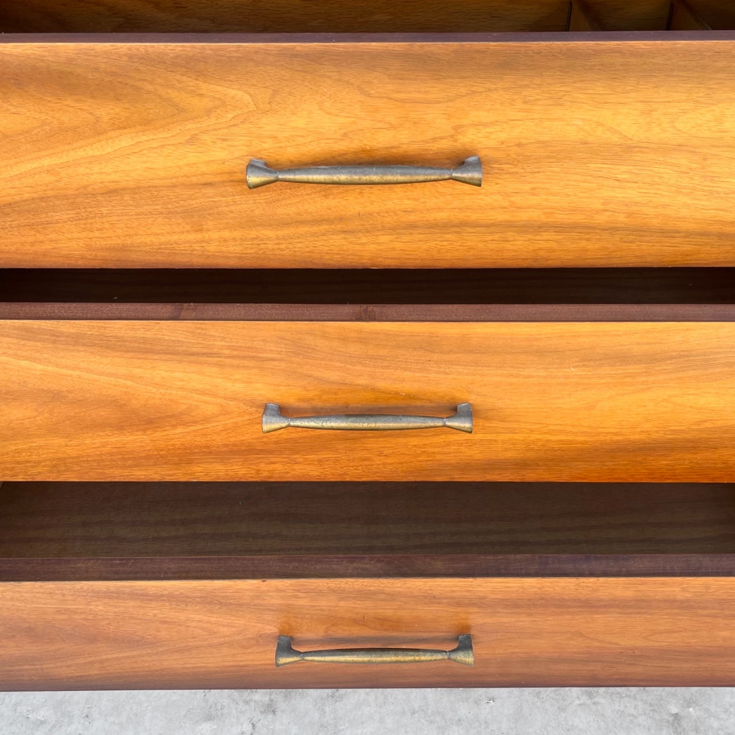 Mid-Century Modern Sideboard With Cabinet - image-10
