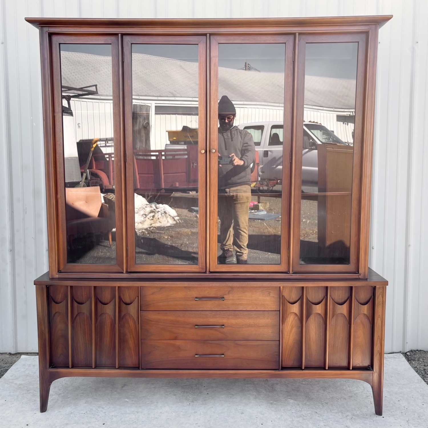Mid-Century Modern Sideboard With Cabinet - image-14