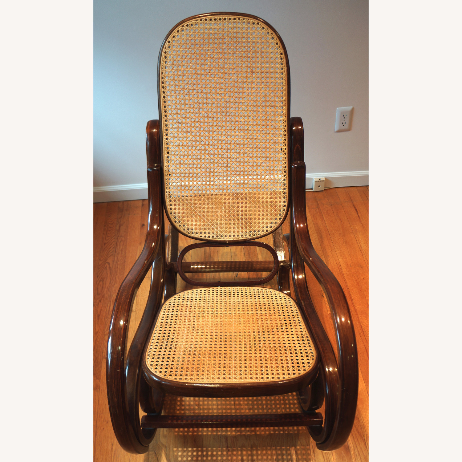 Bentwood Rocker in the Classic Style - image-5