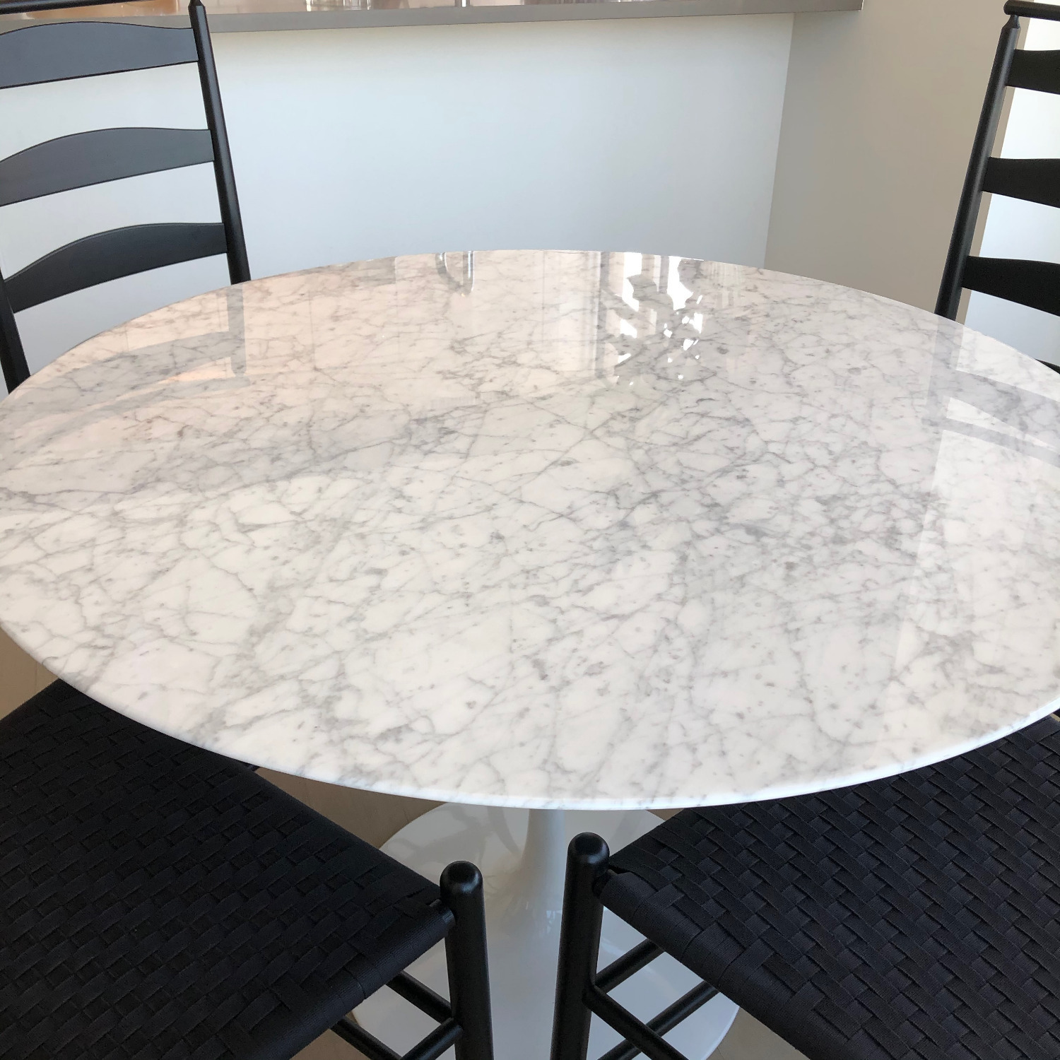 Knoll Saarinen Dining Table with Carrara Marble Top - image-3