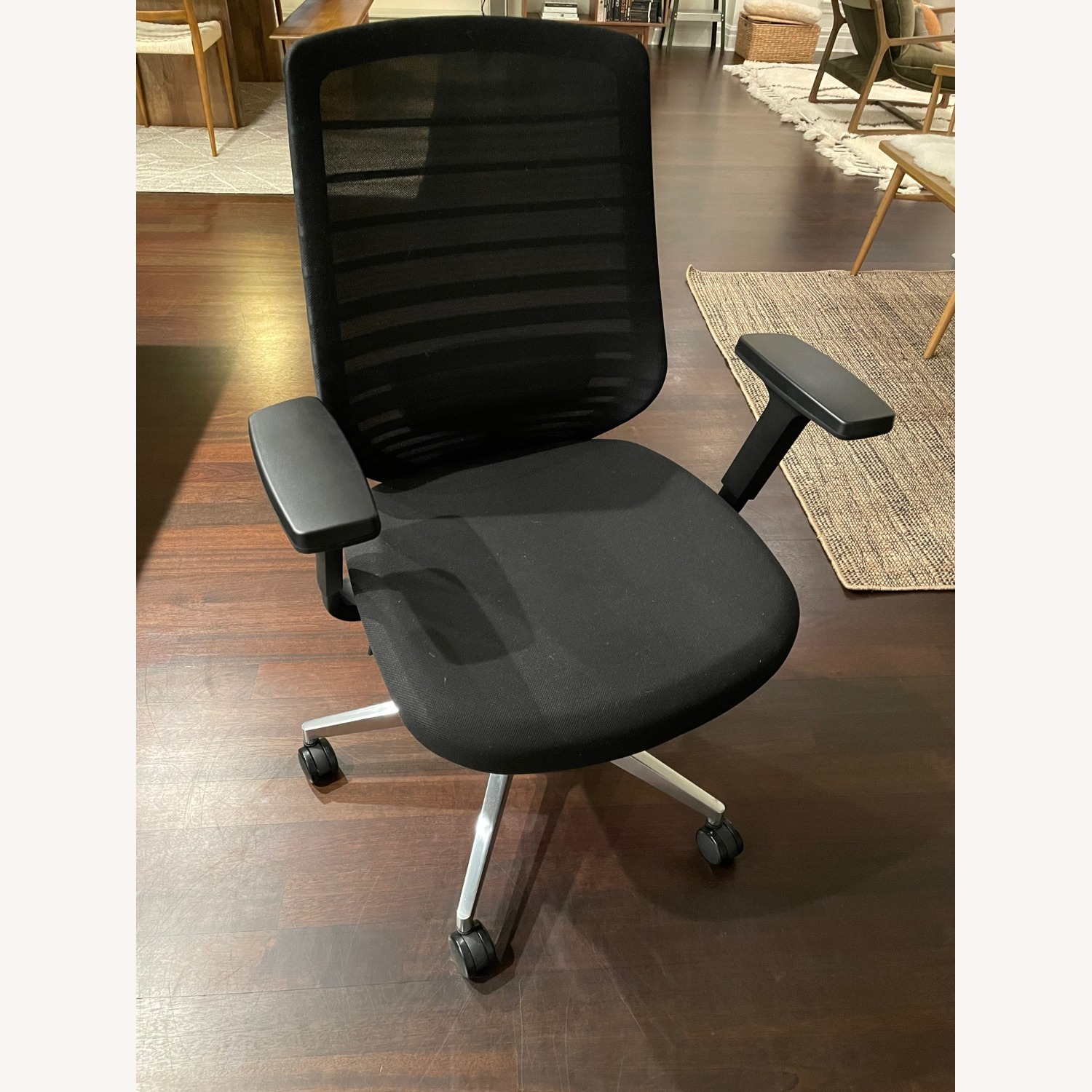Ergonomic Chair - image-4