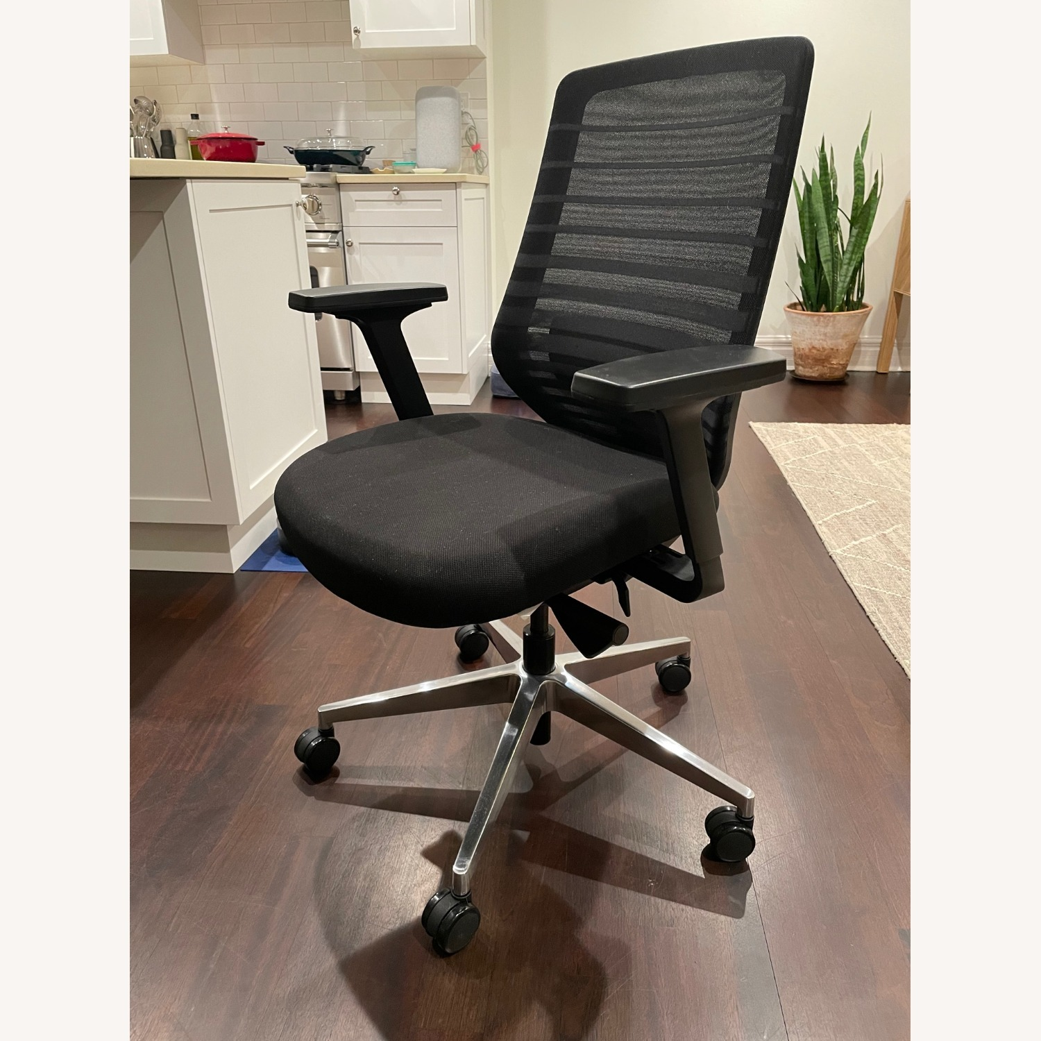 Ergonomic Chair - image-1