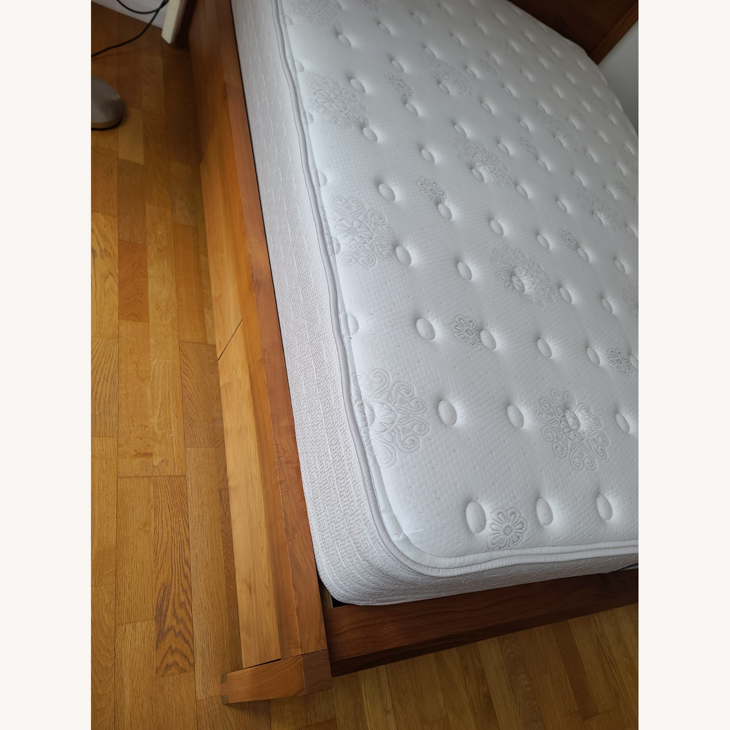 Matera Queens Size Bed - image-8