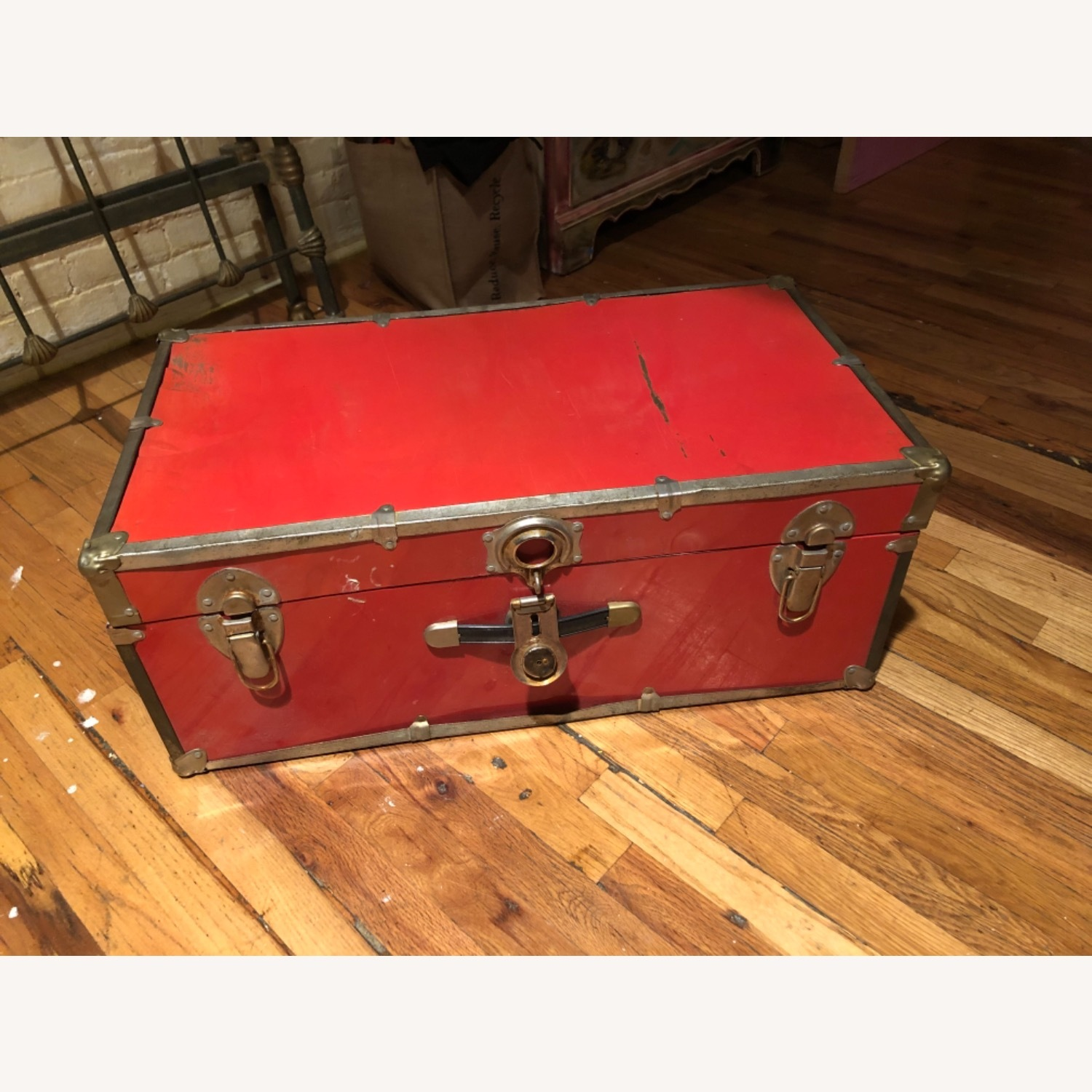 Hipster Red Trunk - image-3