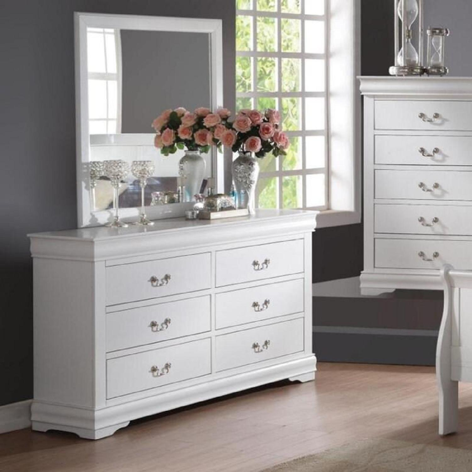 Large 6 Drawer Dresser w Detachable Mirror - image-0