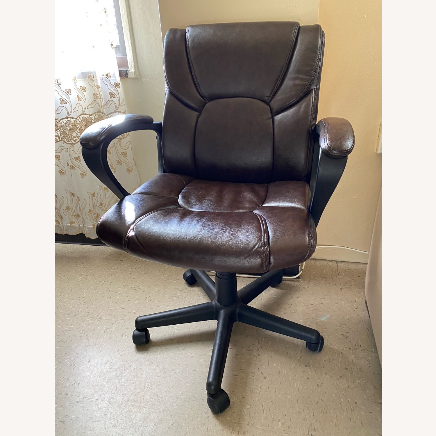 Staples Office Armchair on Wheels - image-0
