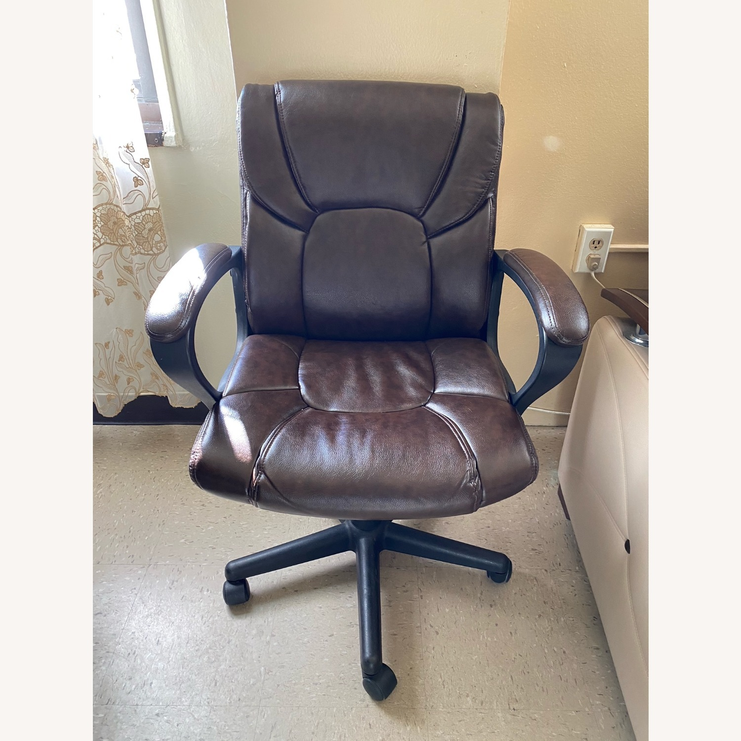 Staples Office Armchair on Wheels - image-2