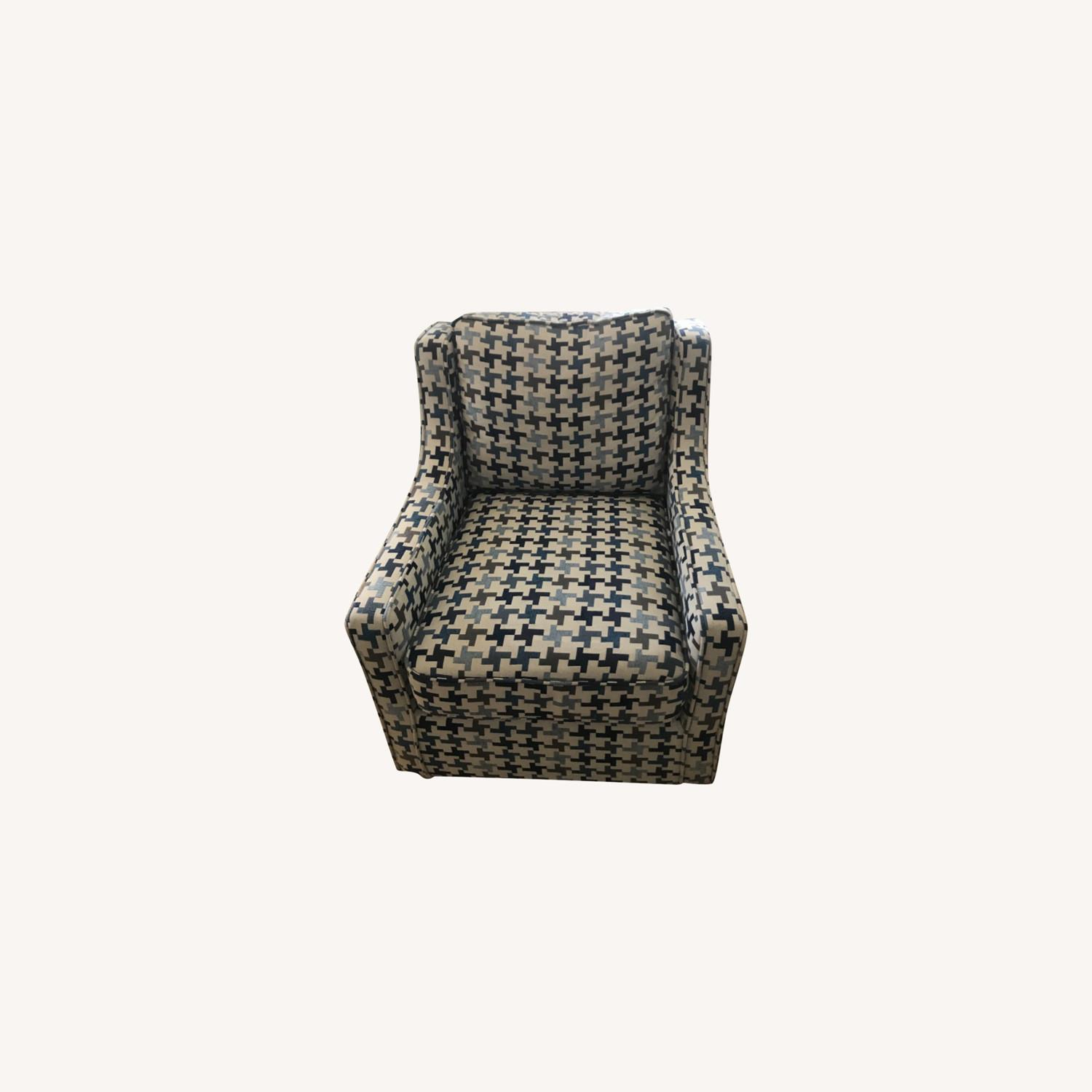 Bob's Discount Furniture Blue Patterned Armchair - image-0