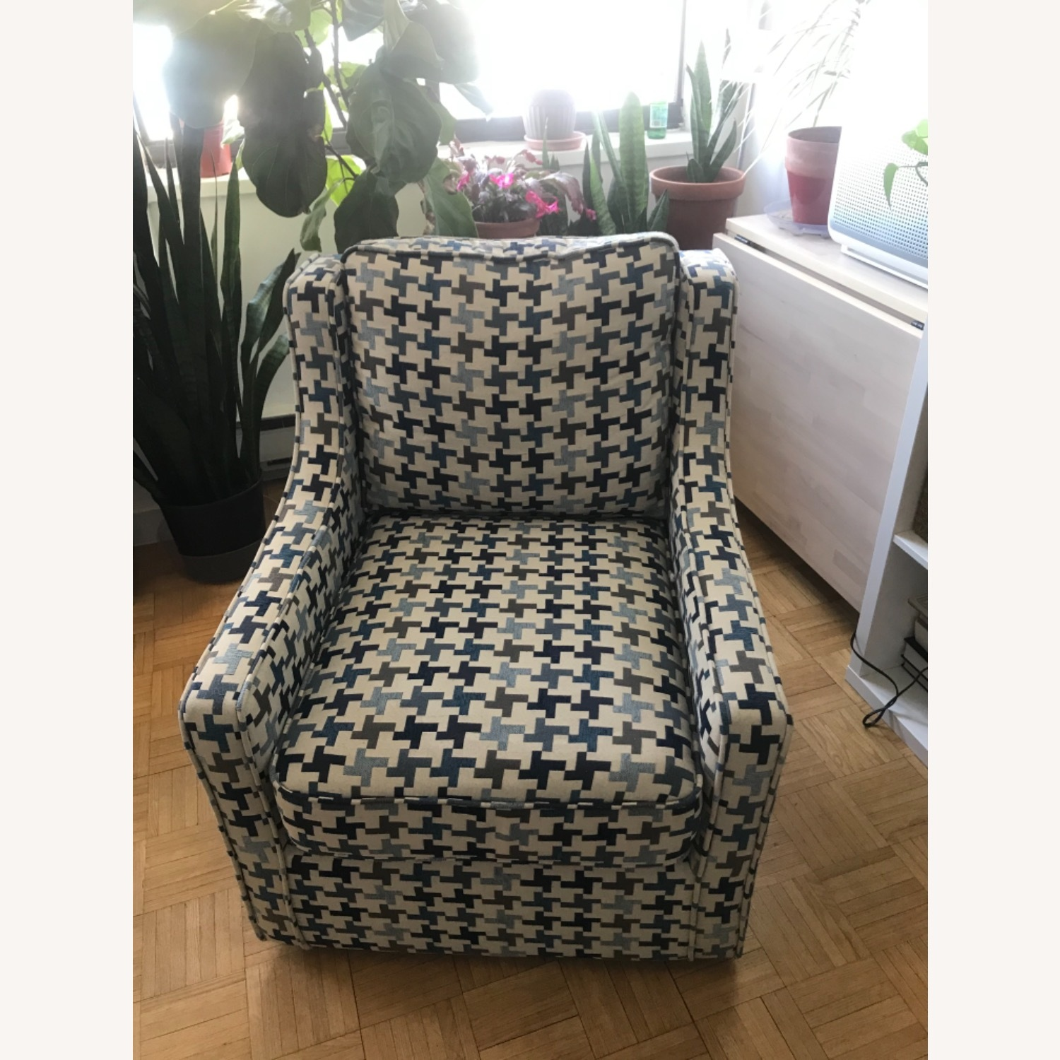 Bob's Discount Furniture Blue Patterned Armchair - image-2