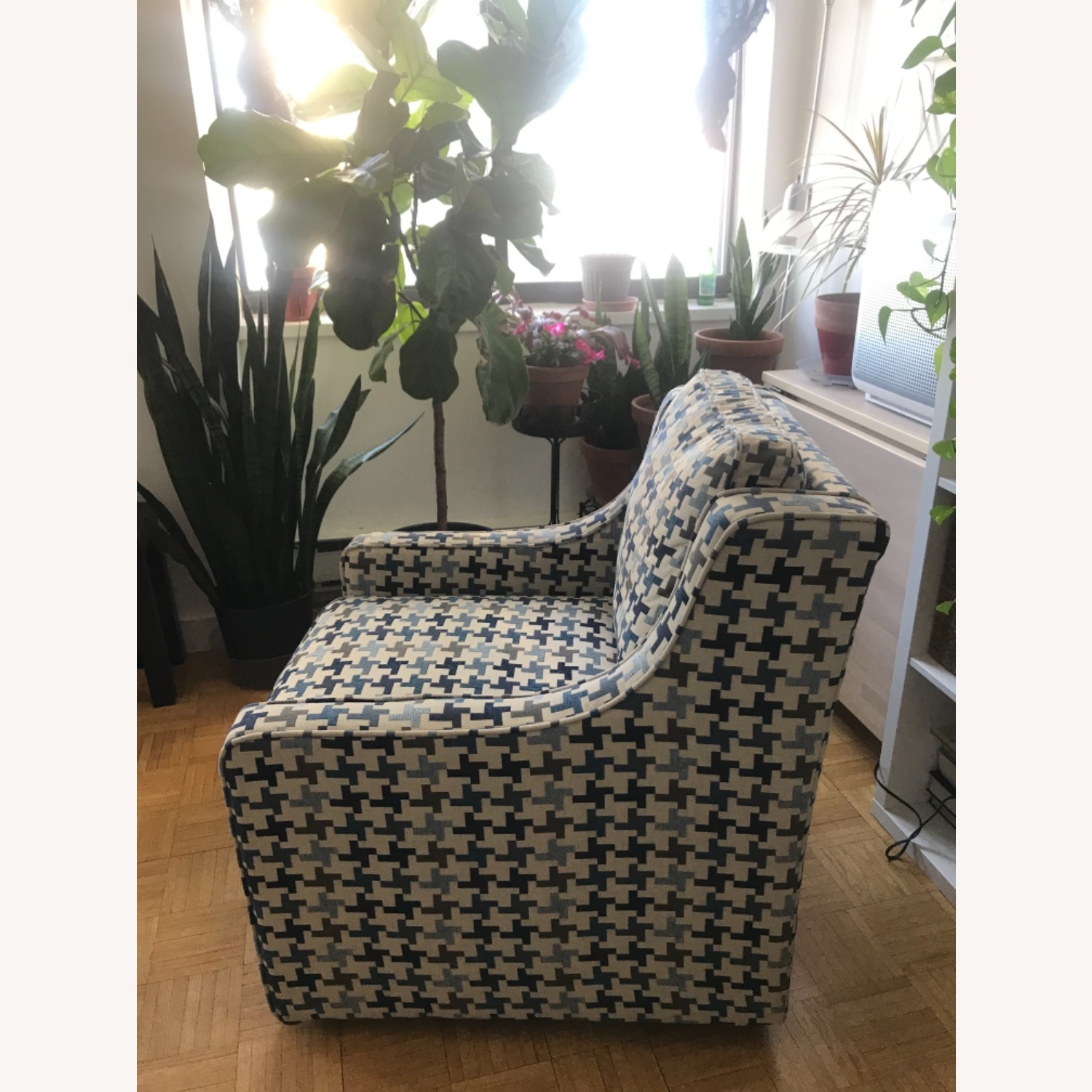 Bob's Discount Furniture Blue Patterned Armchair - image-5