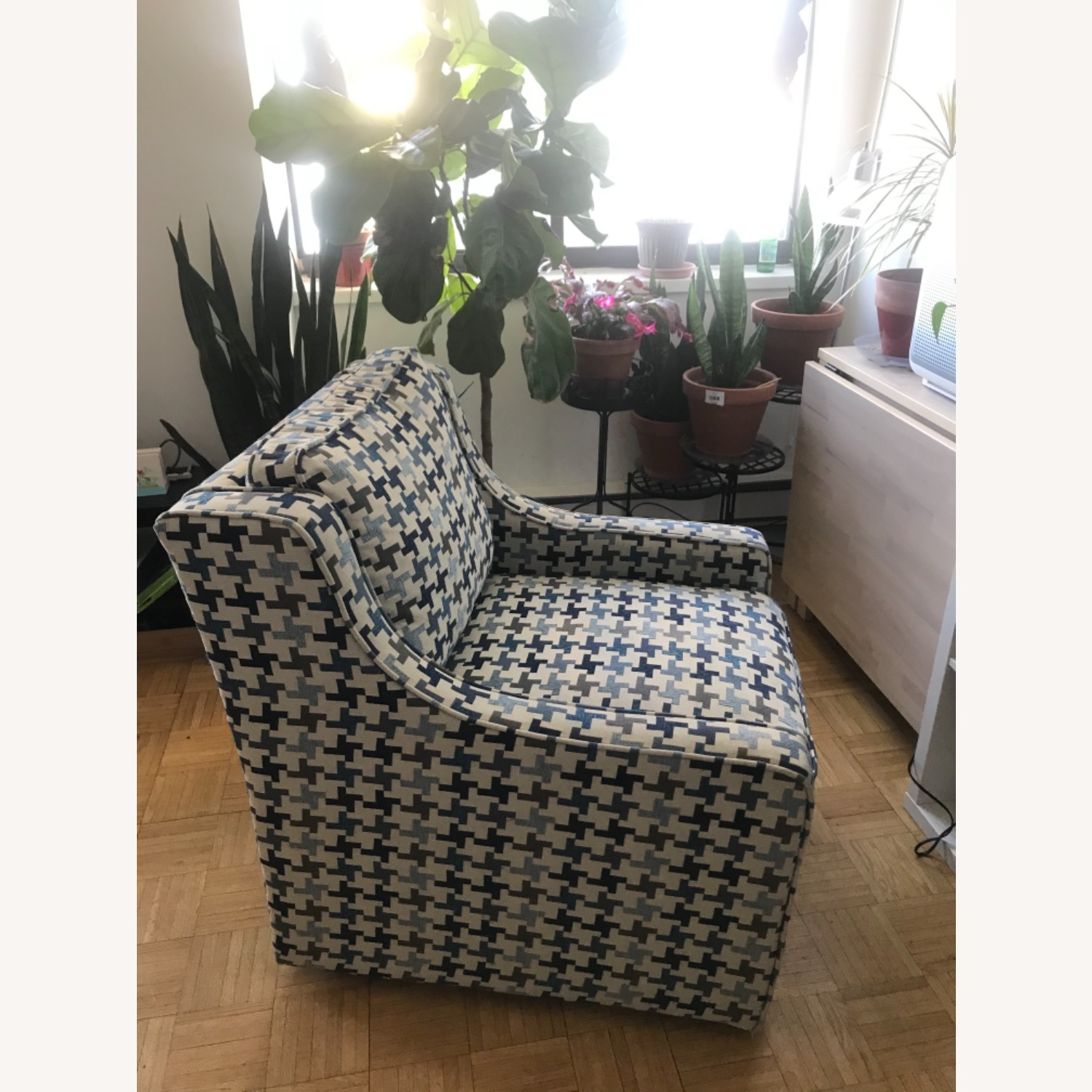 Bob's Discount Furniture Blue Patterned Armchair - image-4