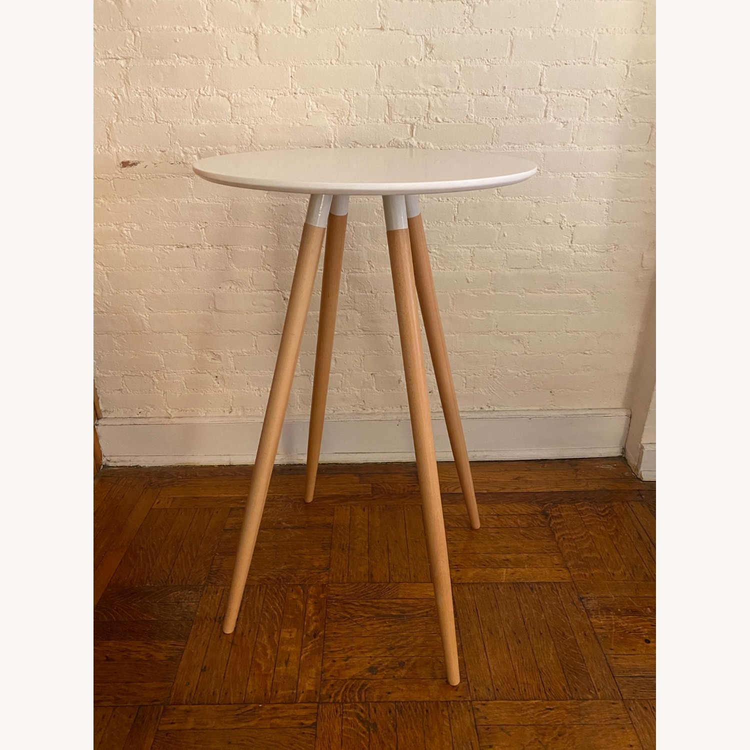 Track White Round Bar Table - image-2