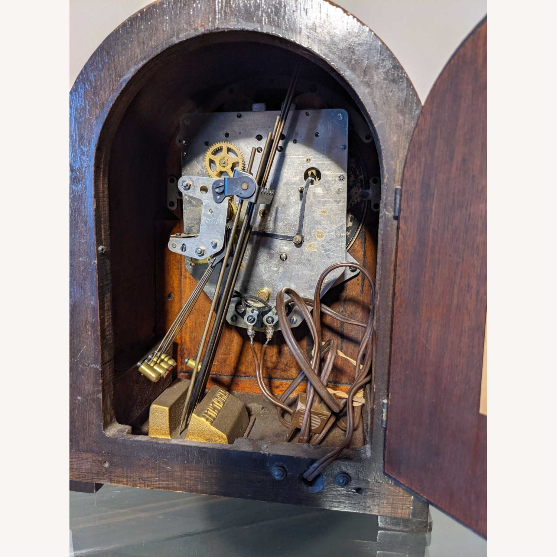 Handsome Vintage Seth Thomas Clock - image-5