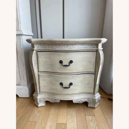 Used Rooms To Go Cortinella white Nightstand for sale on AptDeco