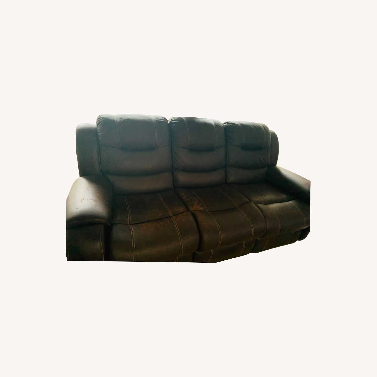 Rooms To Go Manual 3-seat Recliner - image-0