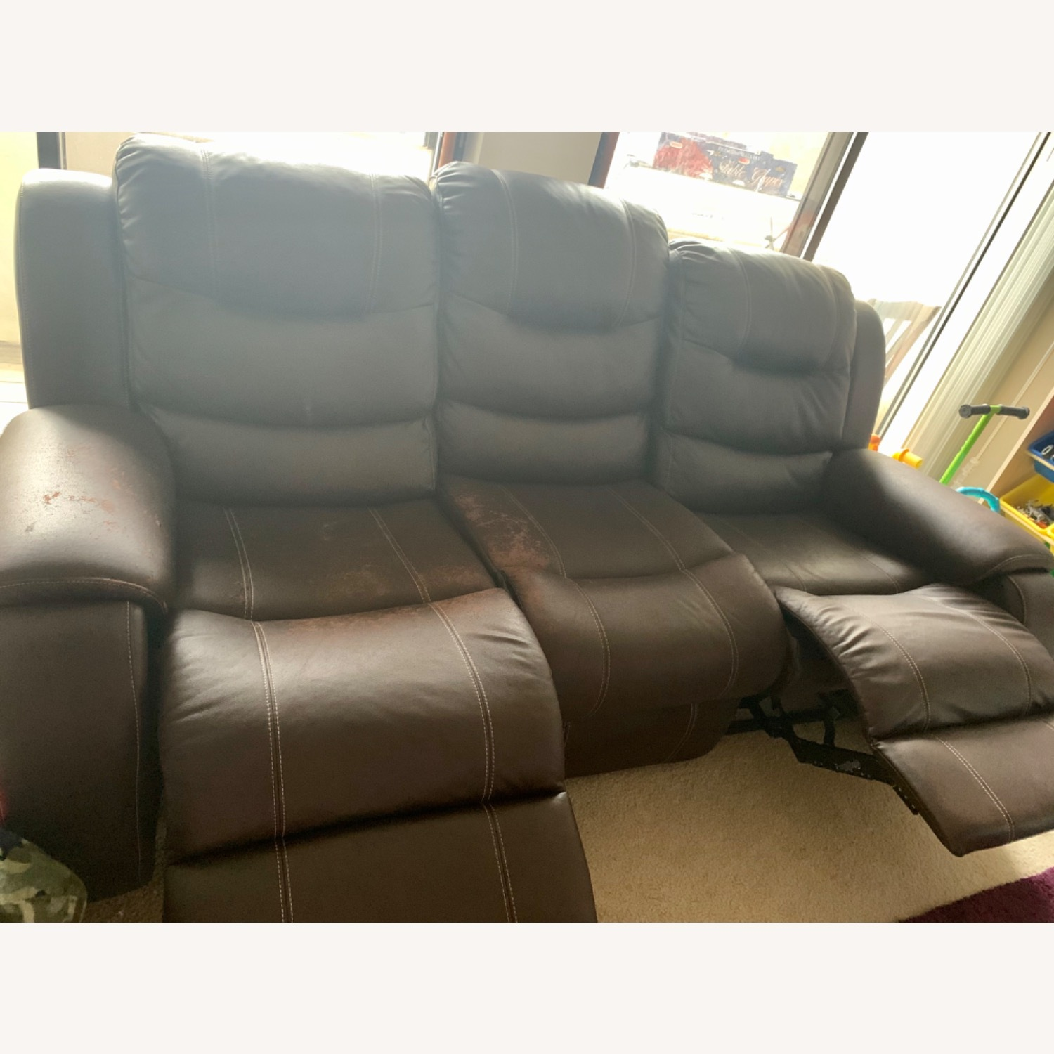 Rooms To Go Manual 3-seat Recliner - image-4