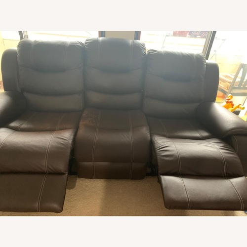 Used Rooms To Go Manual 3-seat Recliner for sale on AptDeco