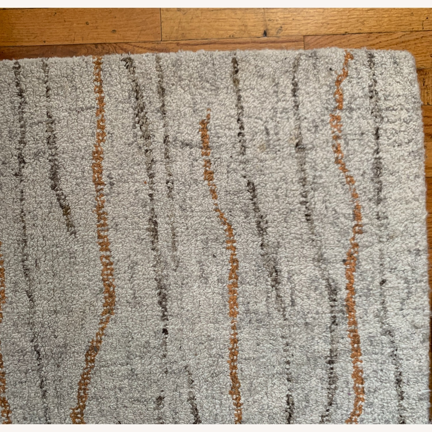 Contemporary Hand-tufted Wool Rug - image-3
