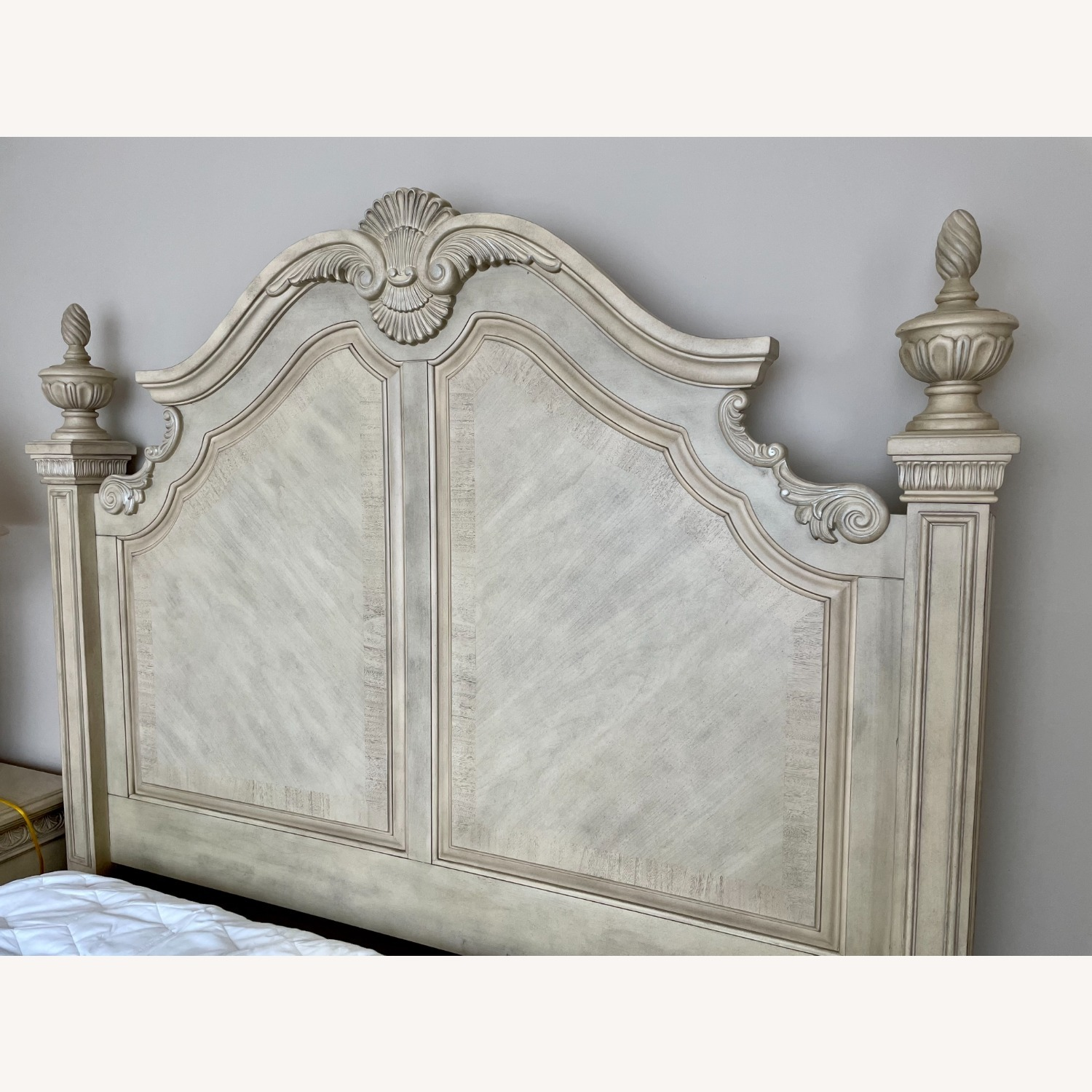 Cortinella White Queen Poster Bed - image-3