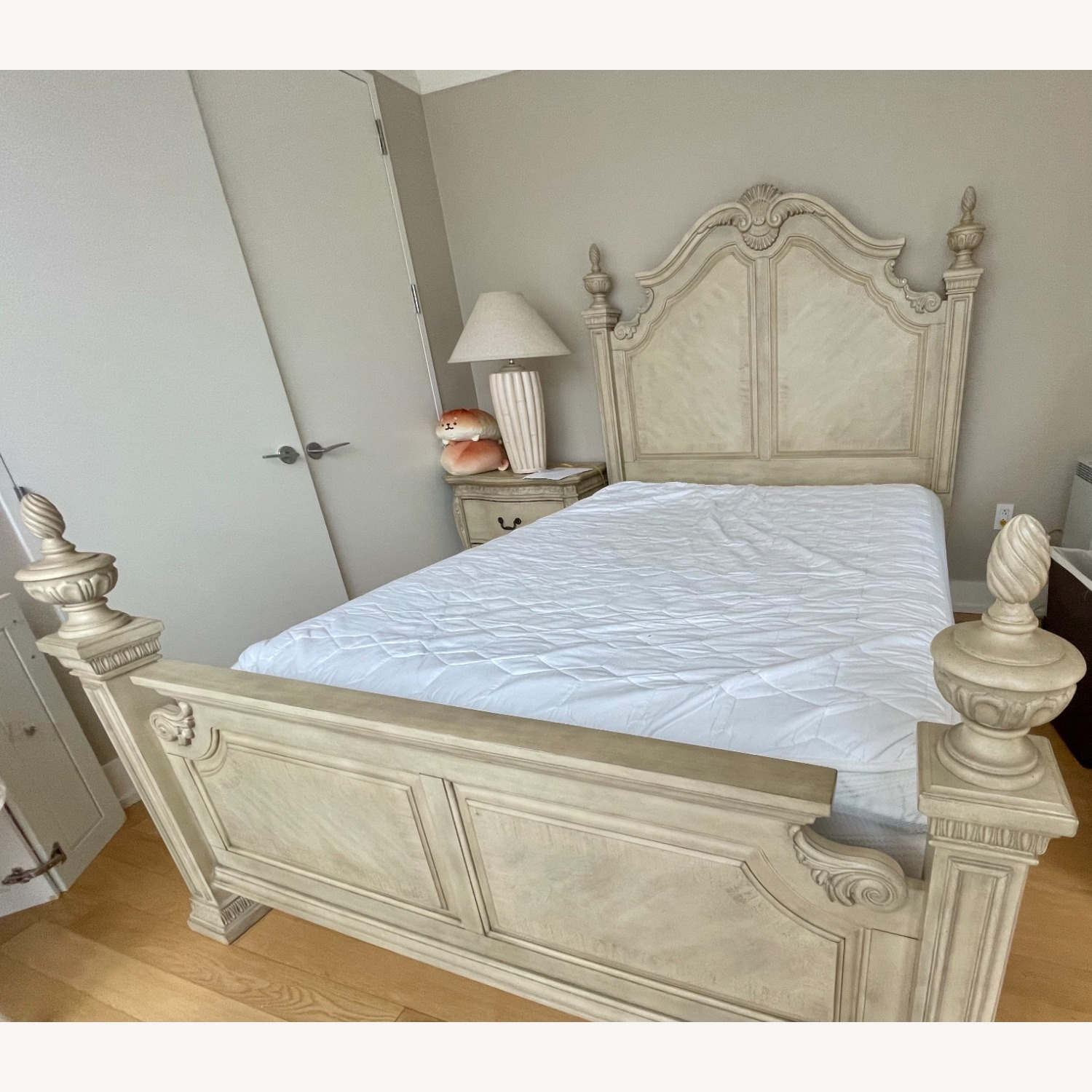 Cortinella White Queen Poster Bed - image-2