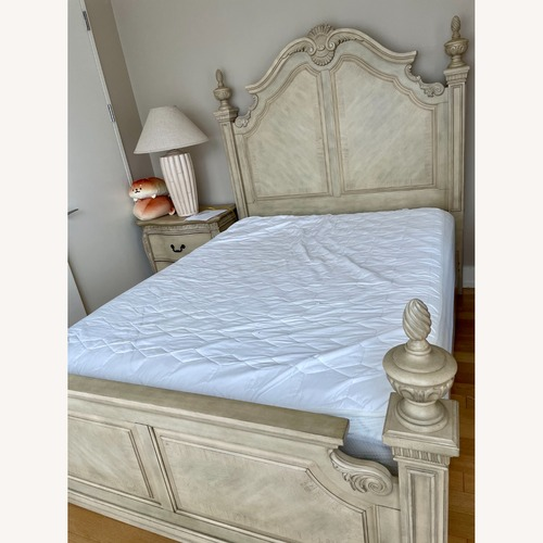 Used Cortinella White Queen Poster Bed for sale on AptDeco
