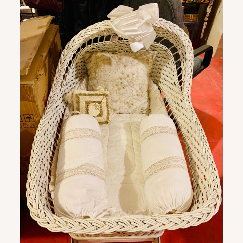 Antique Family Bassenette Crib - image-3